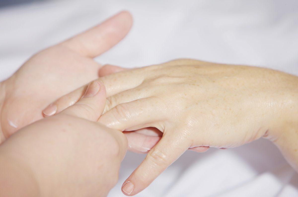 Manucure per mani e unghie sane